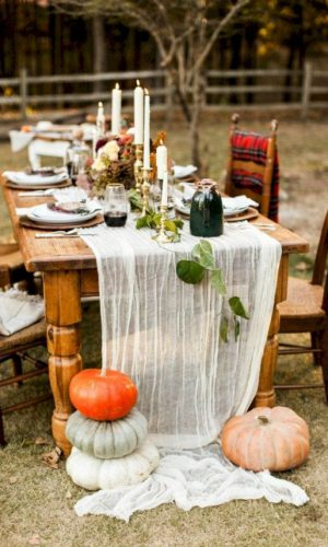 08-if-you-hestate-about-an-airy-table-runner-just-nail-it-with-large-heirloom-pumpkins-to-make-it-secure-on-the-table